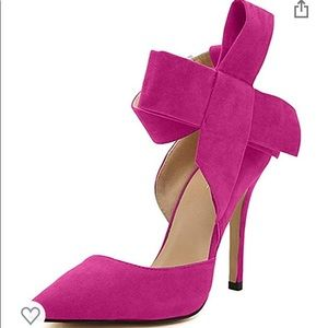 MM July bow pumps